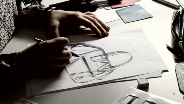 Marc Jacobs IT bag-behind the scenes video-2