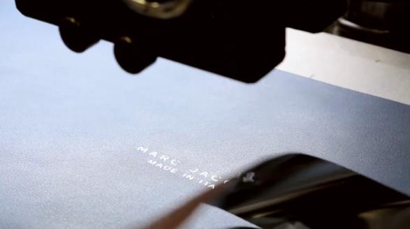 Marc Jacobs IT bag-behind the scenes video-7