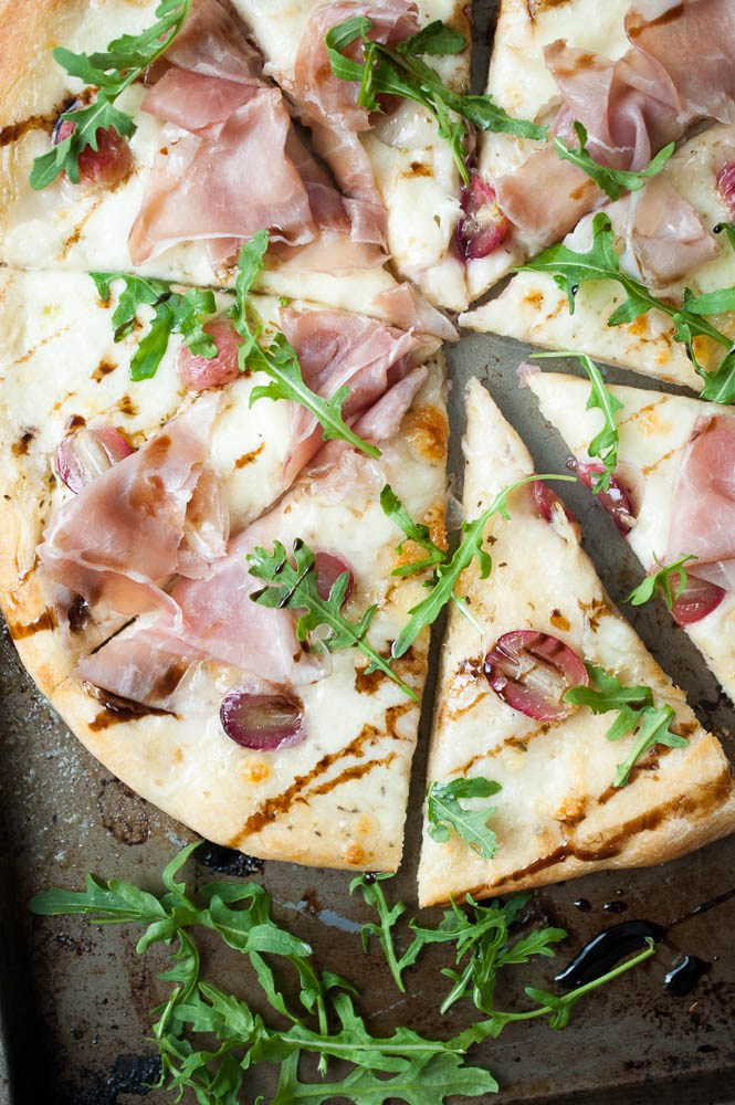 Mozzarella-Prosciutto-Roasted-Grape-Pizza-5