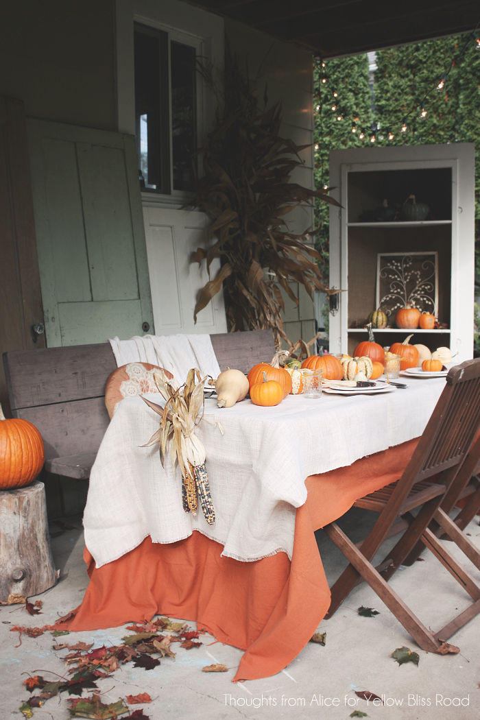 Outdoor-Patio-Thanksgiving-Dinner-Table