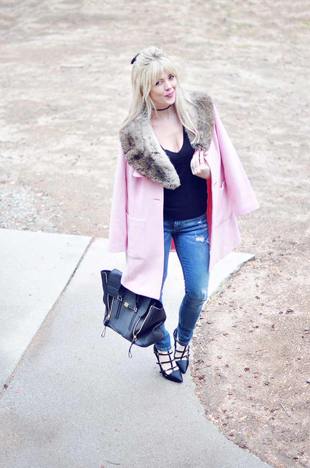 Pink coat with fur collar_ jeans