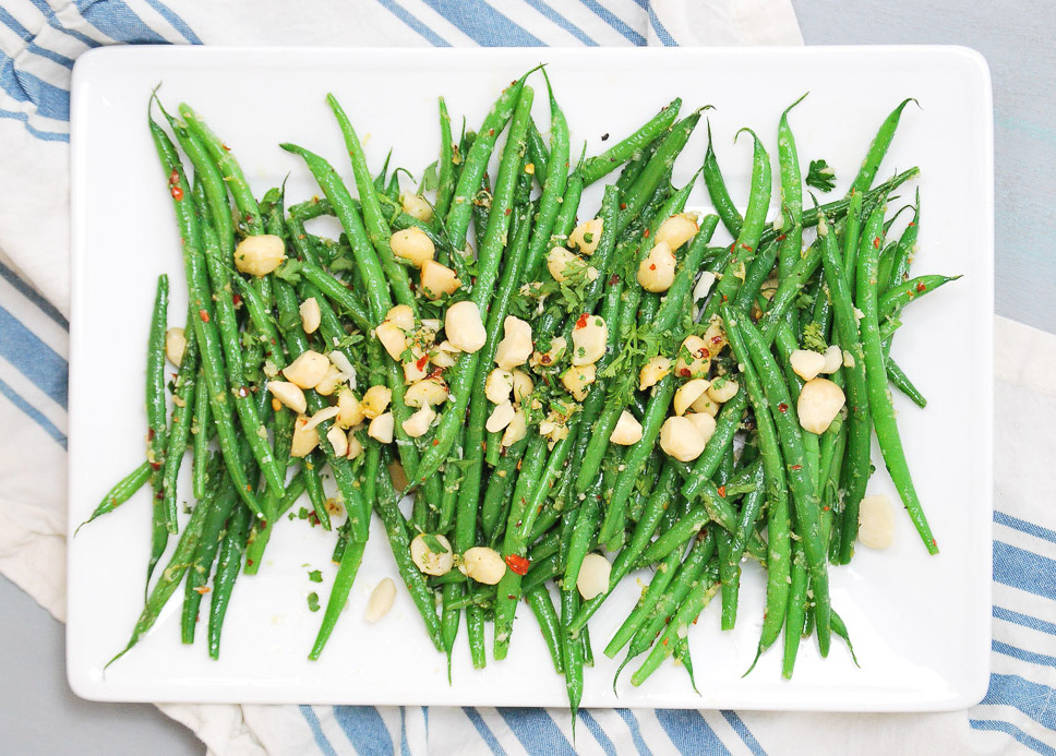 Spicy-Green-Beans-with-Crushed-Macadamia-Nuts_-5