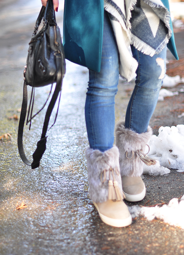 Tory Burch furry boots_style in the snow