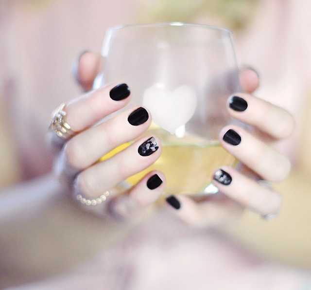 Valentine's Day Nails_heart etched wine glasses