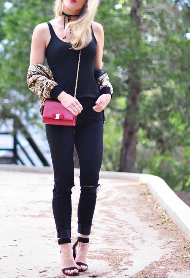 all black_red bag_red lips