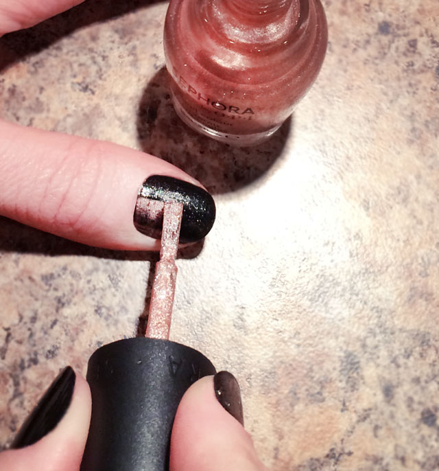 black and rose gold nails