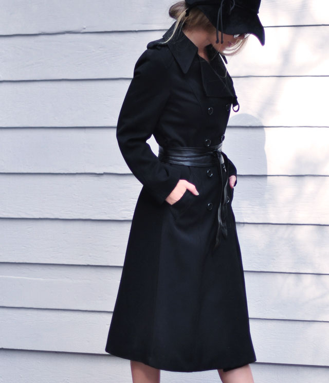 black trench coat with leather belt + hat+sunglasses