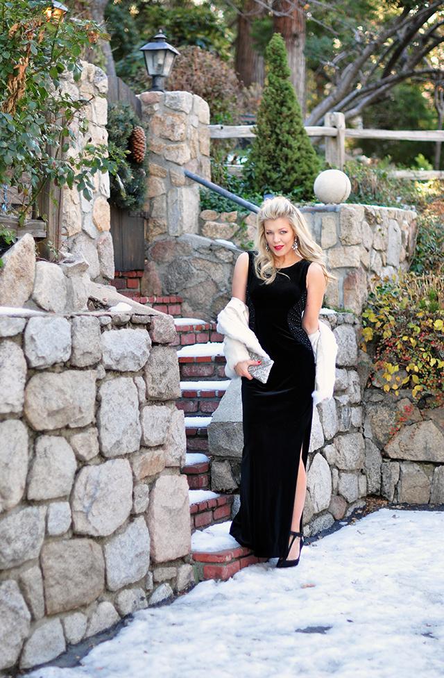 black-velvet-holiday-dress_in-the-snow