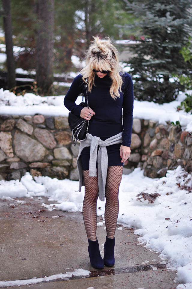 body con dress_boots_fishnets_in the snow
