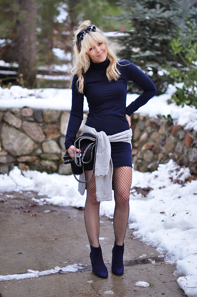 bodycon_fishnets_boots_ in the snow