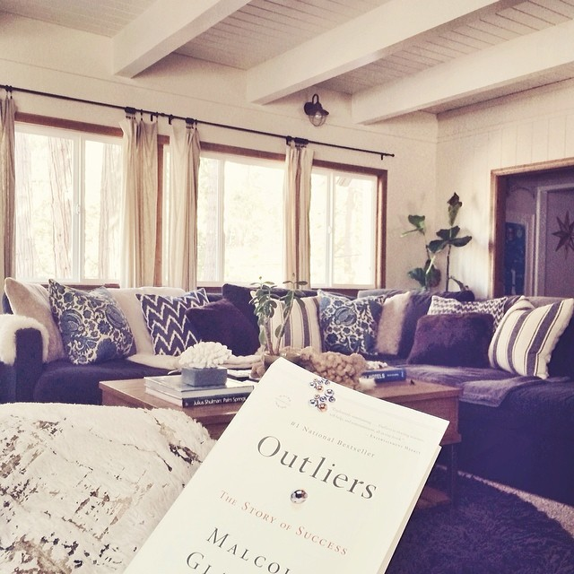 casual beachy rustic living room - outliers book