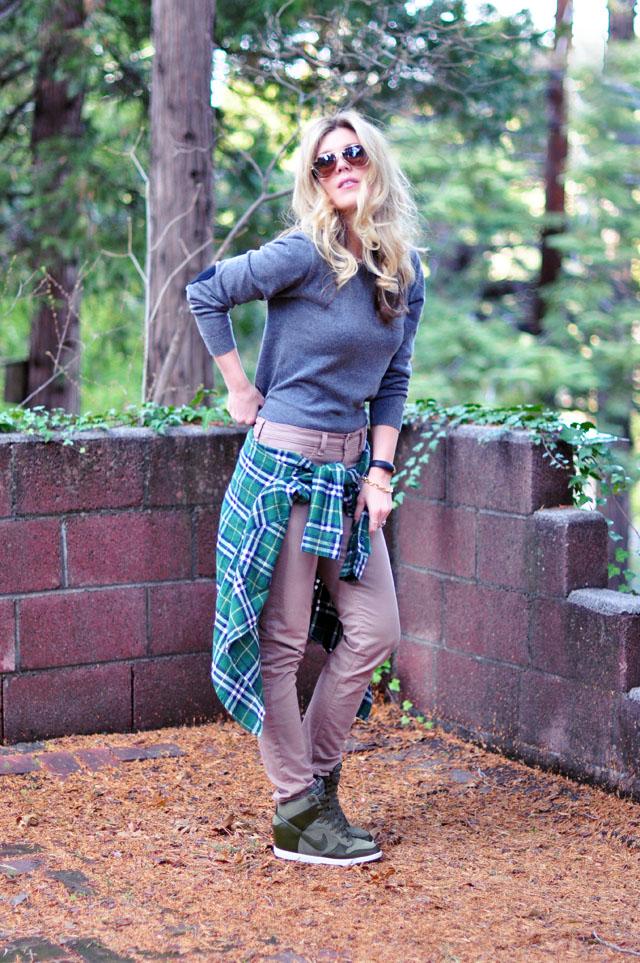 casual-weekend-outfit-plaid-green-nike-wedge-sneakers