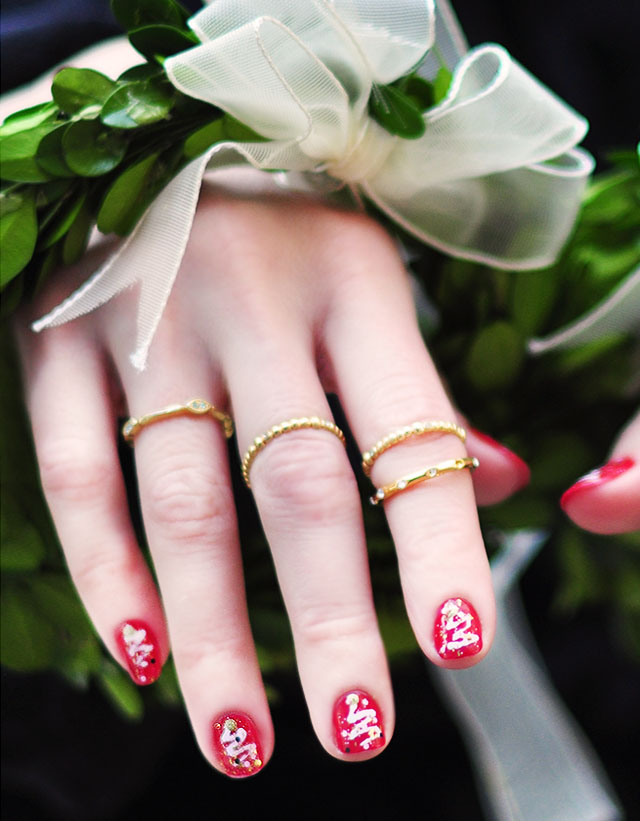 christmas nails with wreath