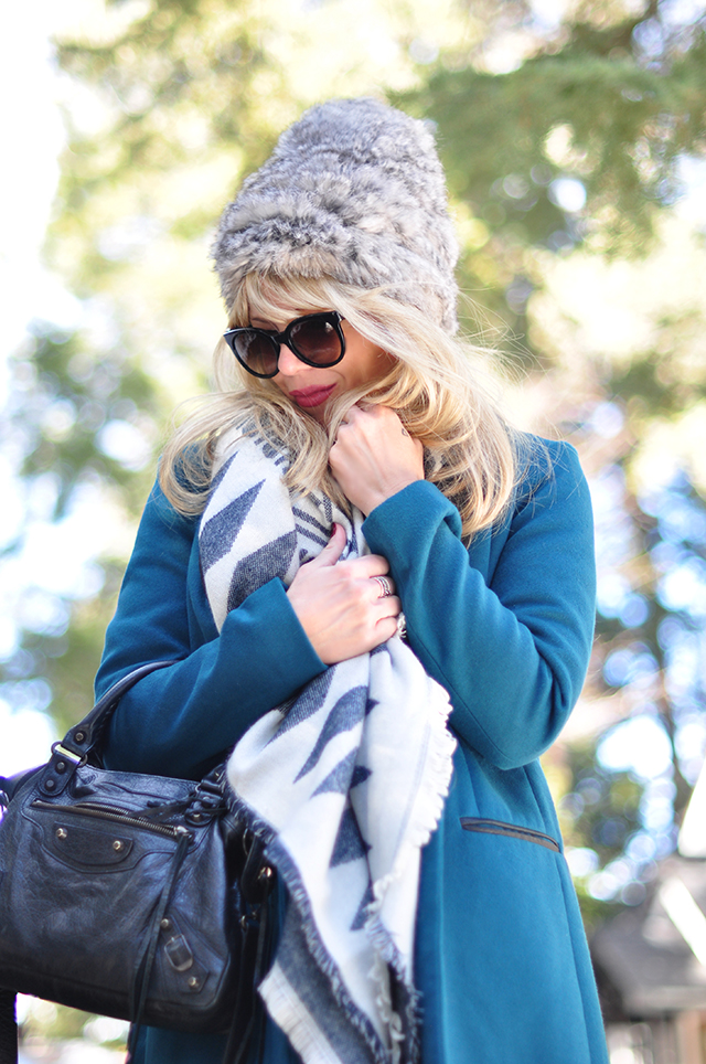 cozy style in the snow_furry hat_oversized scarf_balenciaga bag