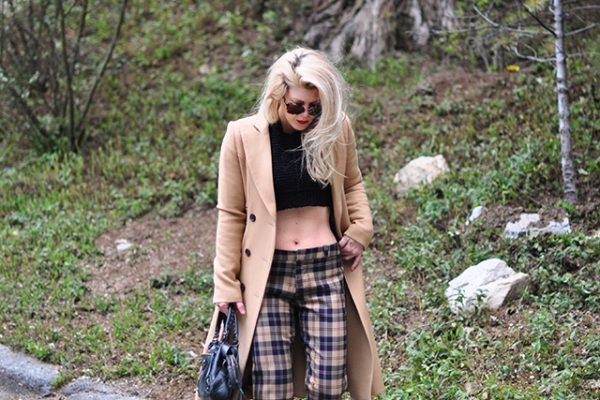 crop top_plaid pants_camel coat 90s style