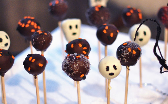 cute and spooky halloween desserts