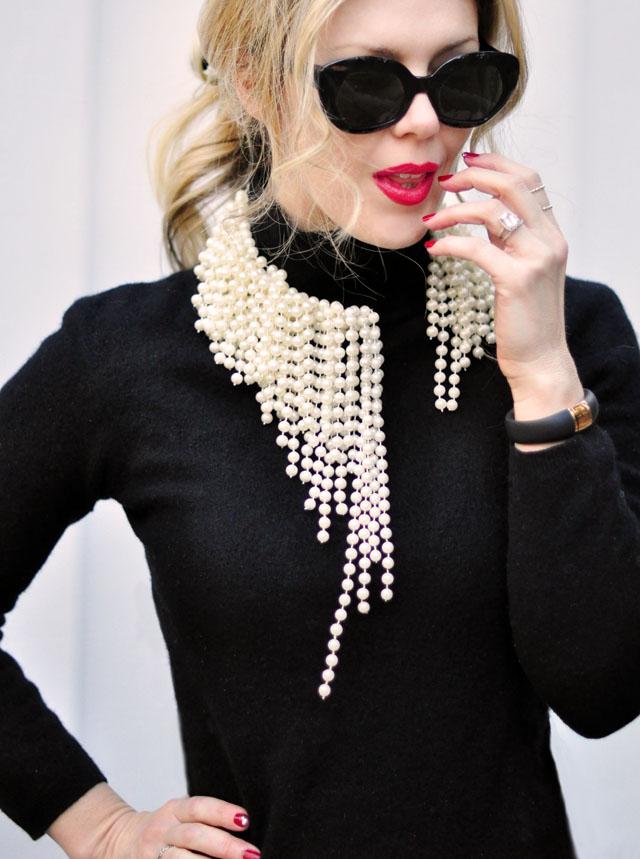 diy asymmetrical pearl necklace ~ dior