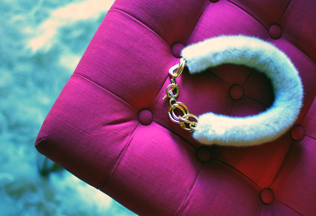 diy fur collar necklace-2 pink tufted bench