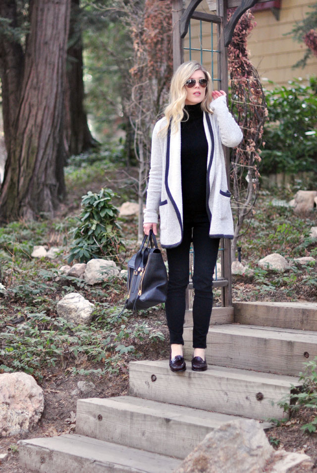 easy style-black jeans-black turtleneck-loafers