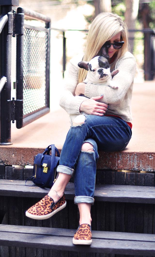 easy weekend style - boyfriend jeans-leopard slip ons