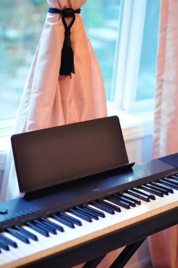 electric piano keyboard