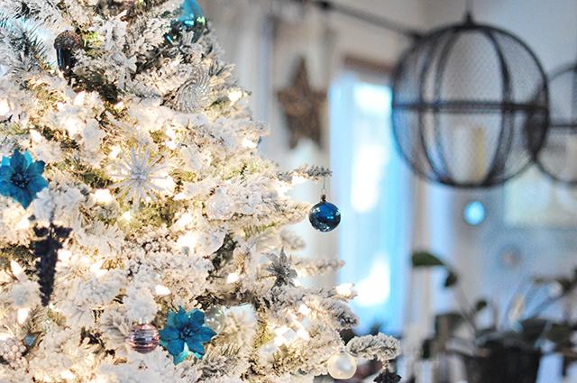 flocked christmas tree_orb pendant lanterns