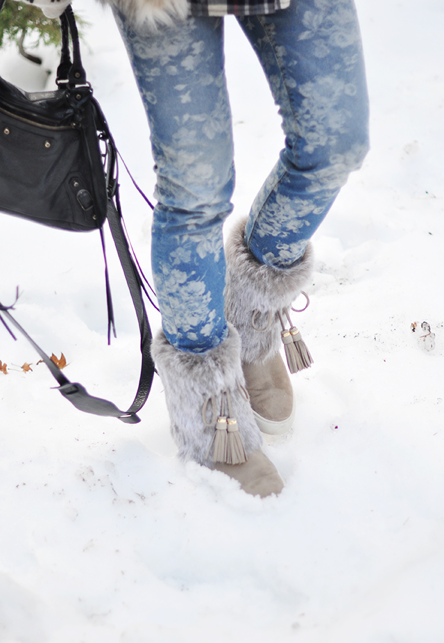 floral jeans_fur boots in the snow