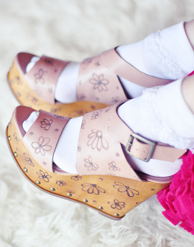 flower carved wood wedges  with ruffle socks