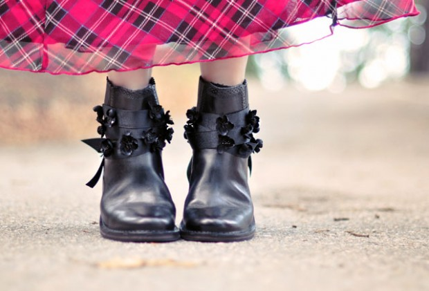 flower ribbons on boots DIY