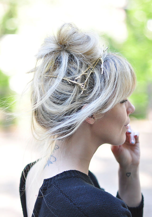 gold branches hair pins_ blonde messy bun+bangs