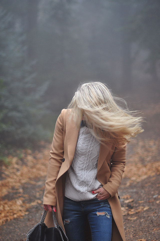 hair-blowing-in-the-wind_winter-style