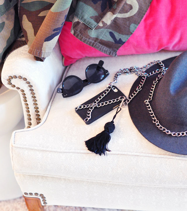 iPhone case with chain strap+hat+sunglasses