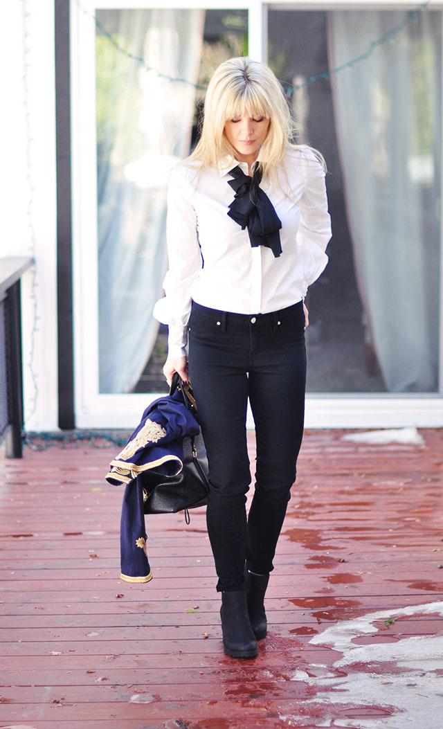 jeans+crisp white shirt+neck bow