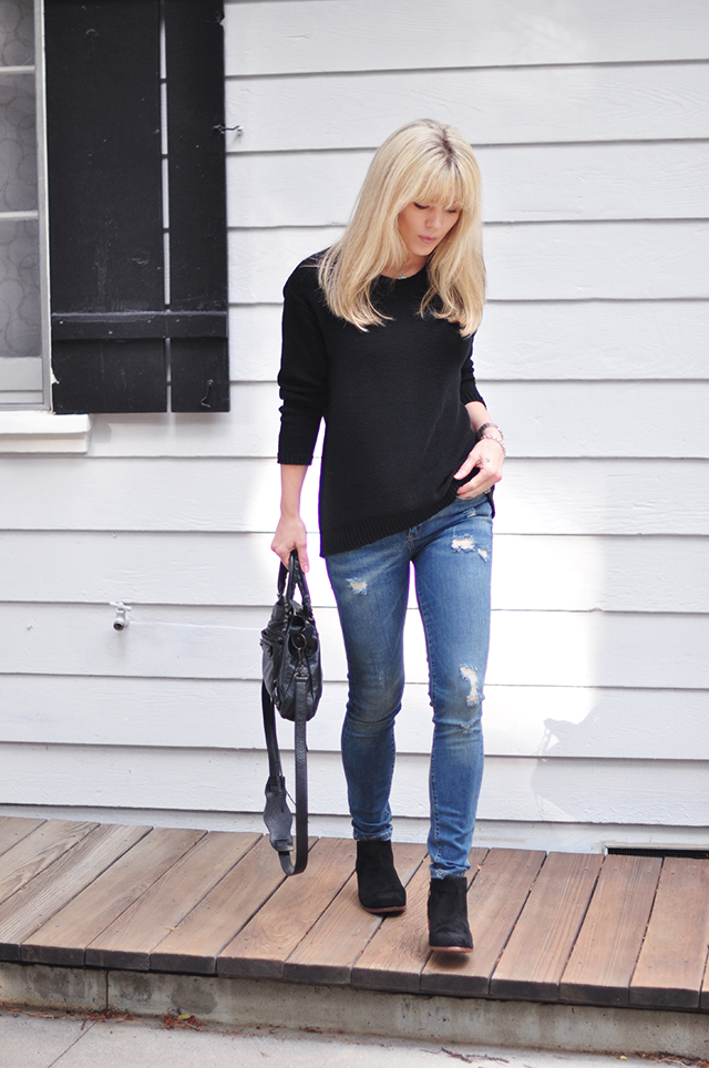 jeans+black sweater+ankle boots