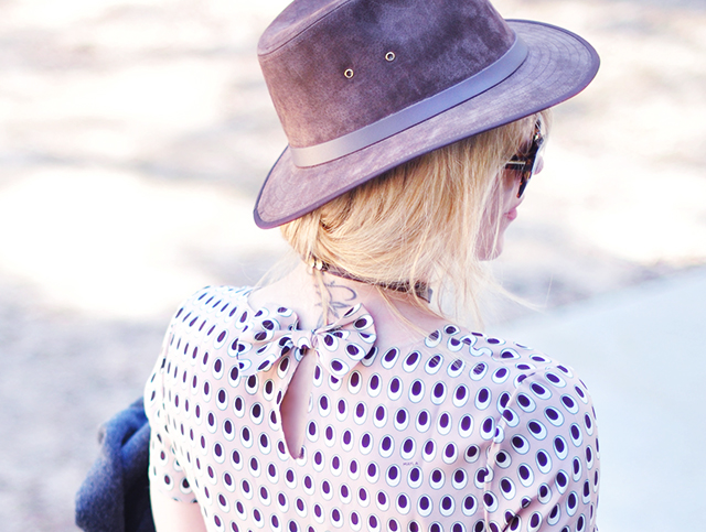 keyhole back with bow_ suede hat