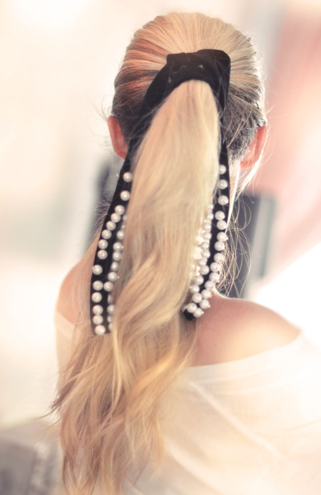 loose ponytail - pearl ribbon