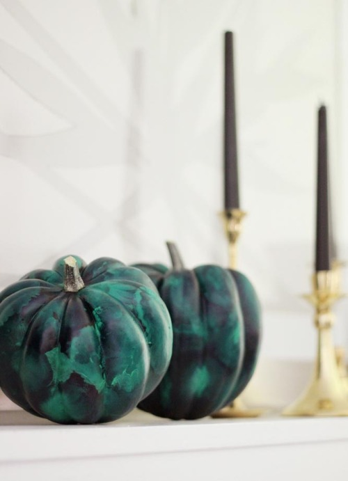 malachite-pumpkin-diy-1-500x691