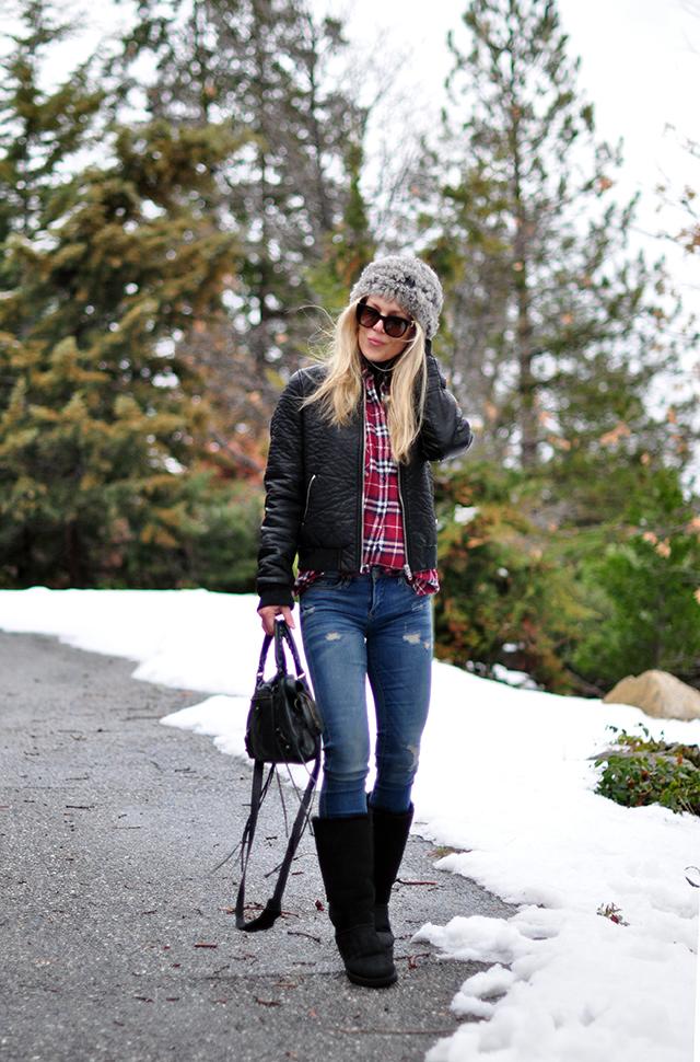mountain look_plaid shirt_jeans_uggs_fur beanie