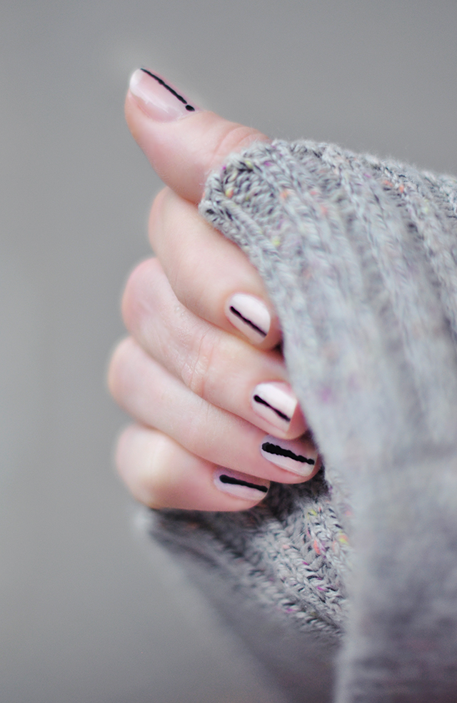 nail-art_cat-eyes_flesh-with-black-stripe