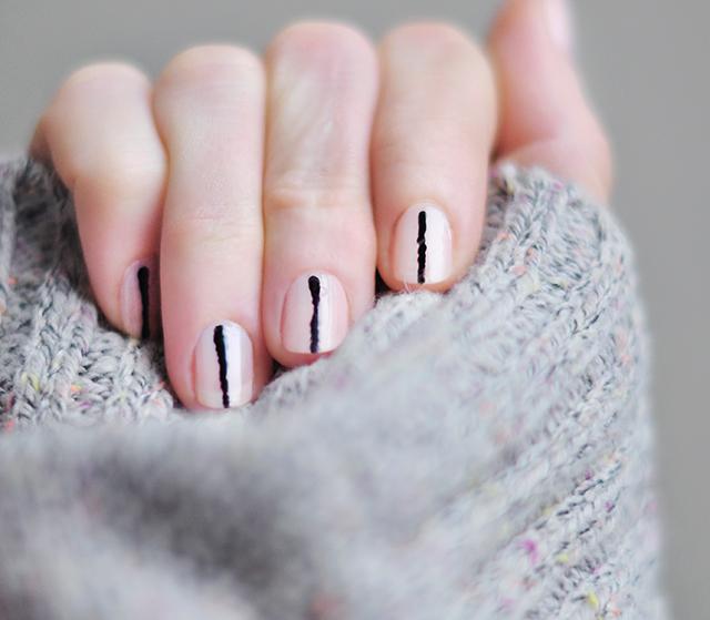 nude-nails-black-accent-stripe