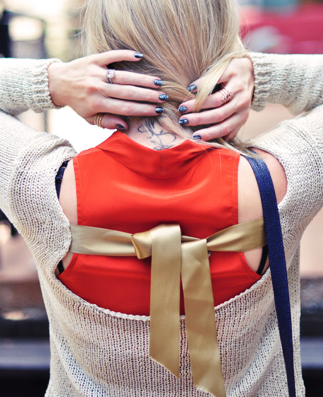open back sweater-nails-rings