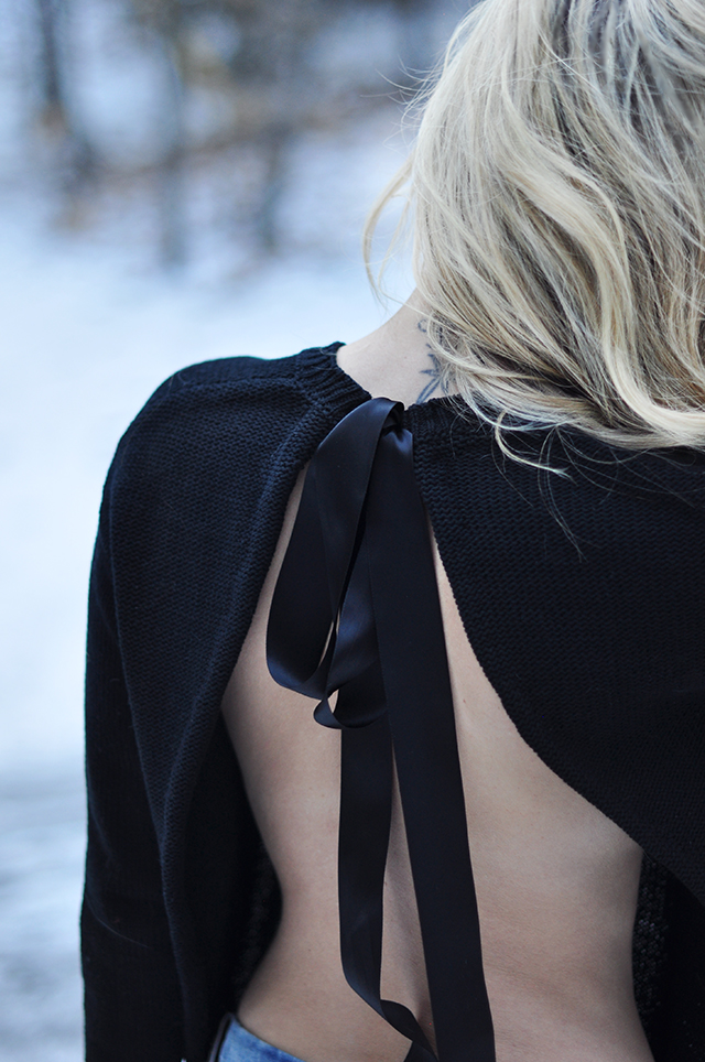 open-back-sweater-with-satin-bow