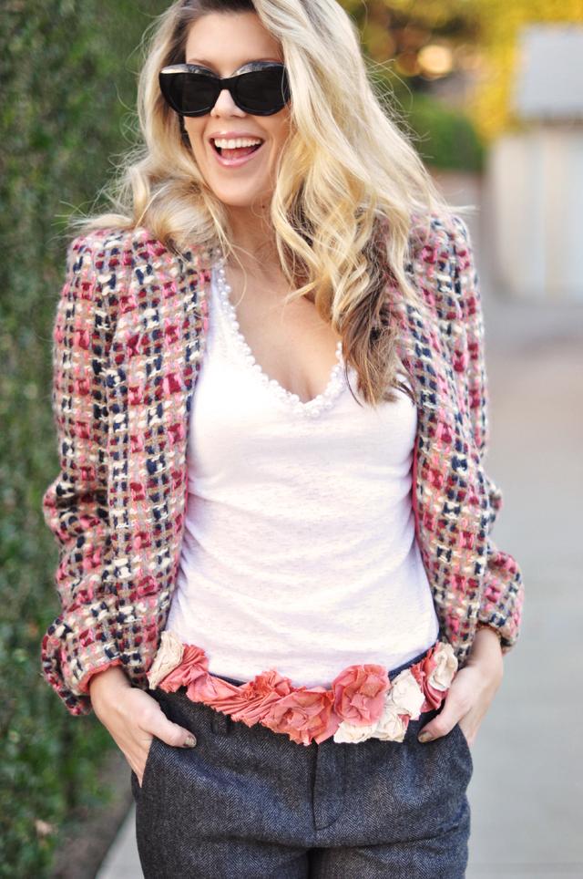 pearl v-neck t-shirt_tweed jacket_floral ribbon belt