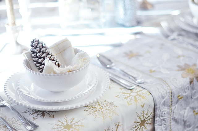 pinecone and snowflake holiday table
