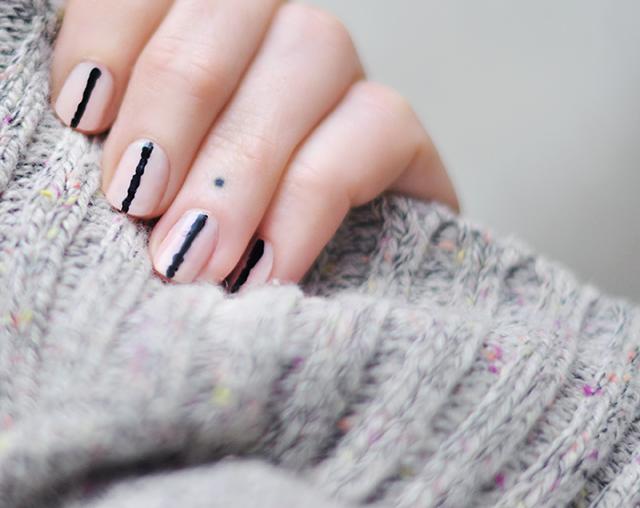 pink-and-black-nail-art