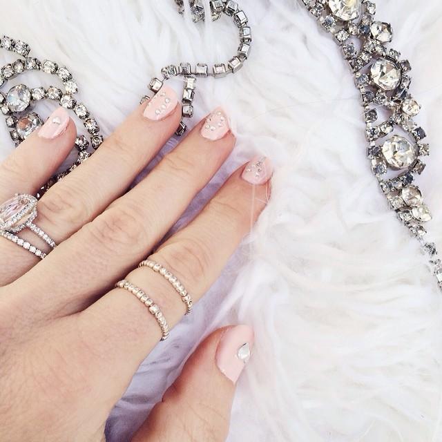 pink wedding manicuree