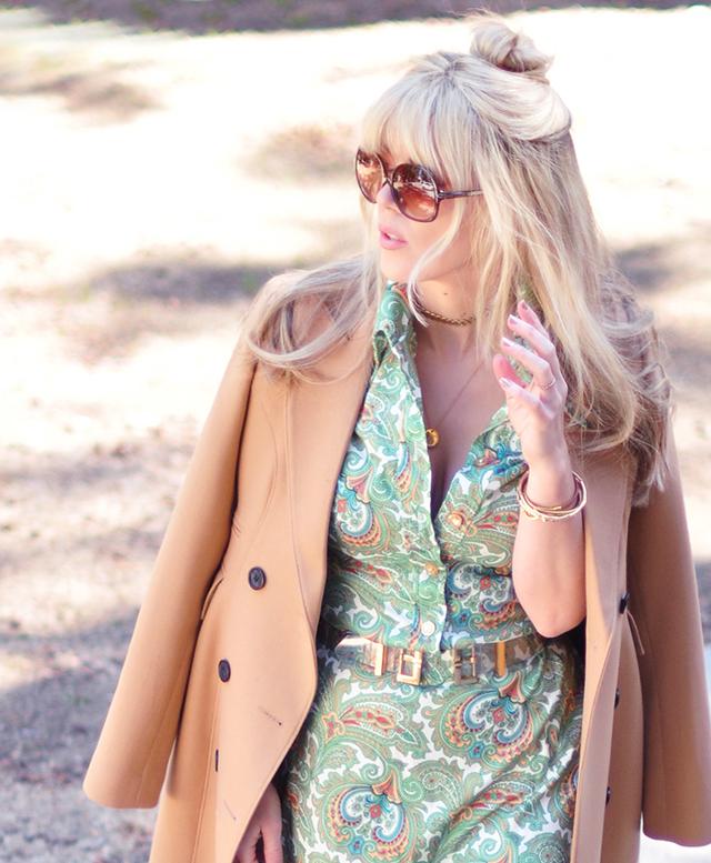 retro 70s hair+sunglasses_camel coat_vintage dress