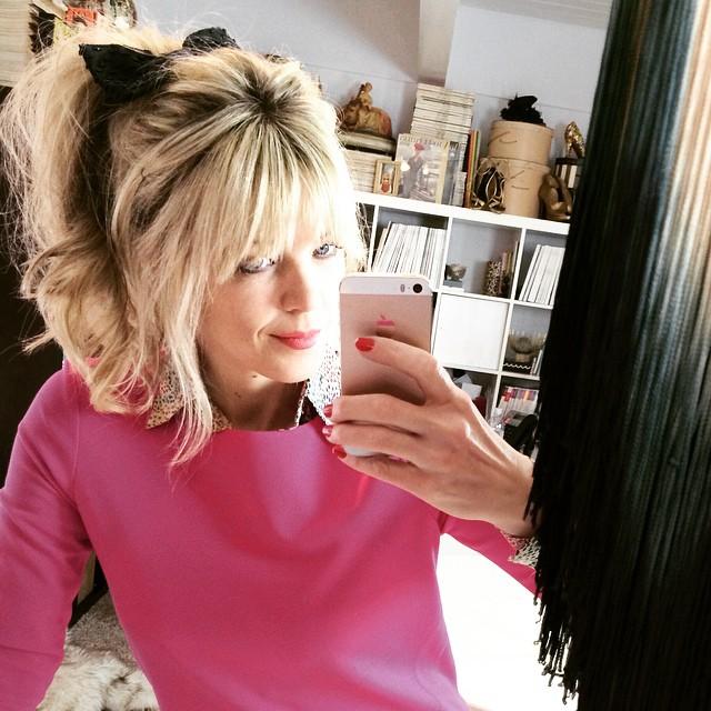 selfie_blonde ponytail with bangs