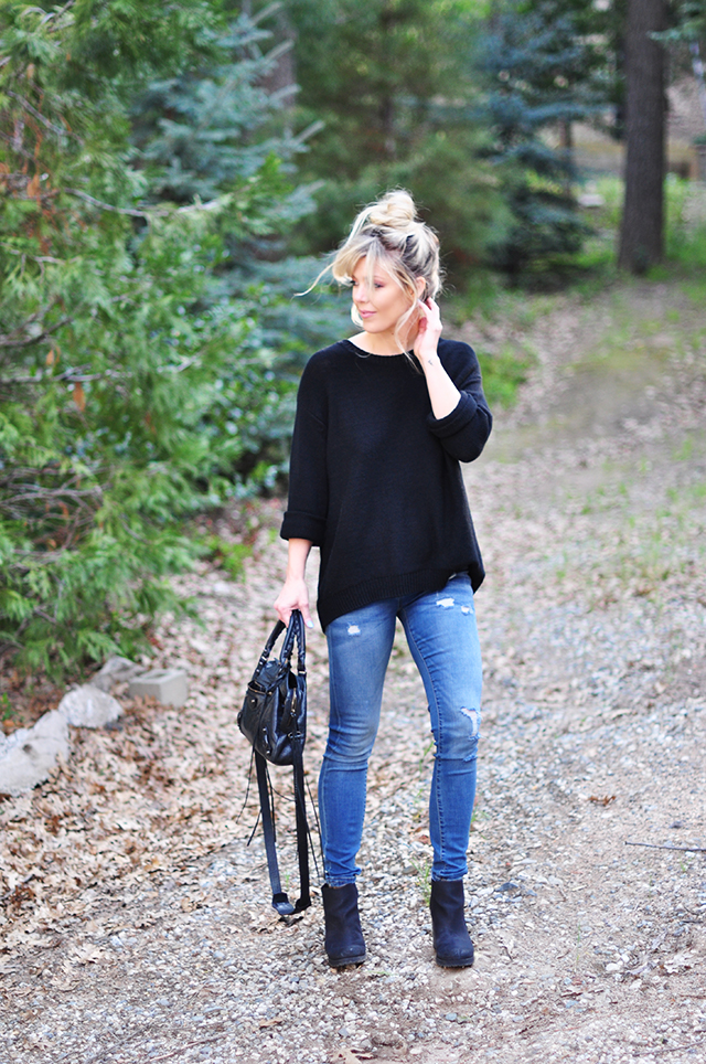 skinny jeans+black sweater