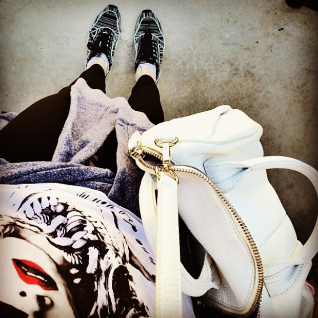 sporty outfit-madonna shirt